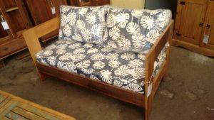 sofa rustico